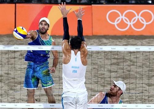 Шмидт иСерутти завоевали золотые медали вмужском пляжном волейболе