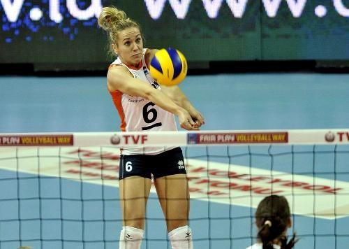 Женская сборная России по волейболу вылетела в Турцию на квалификационный турнир ОИ