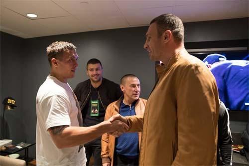 Кличко поздравил Усика спервой победой вСША